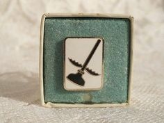 Vintage Pin Flying Plunger Lapel Pin Tie Tac Black Plunger With Wings Military ?