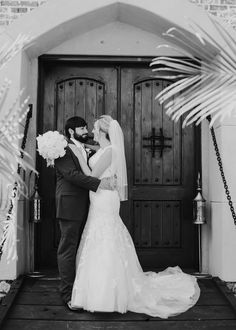 Sweet couple at Pierce Castle in Decatur, Mississippi--Mississippi's Premiere Wedding and Event Venue. Photo by Jennifer Elisha Photography.