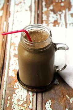 Chocolate & peanut butter detox breakfast smoothie