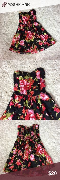 UO kimchi blue floral strapless dress Kimchi blue floral sweet heart strapless layered dress with a stretchy back and boned front top. Size small. Excellent used condition. Urban Outfitters Dresses Strapless