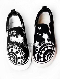 I want these too! How cute are they? -  hand-painted canvas shoes happy kitten