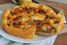 Torta rustica con patate salsiccia e stracchino, una ricetta facilissima,veloce e gustosa, ideale per una cena o pranzo veloce, saporita ed economica