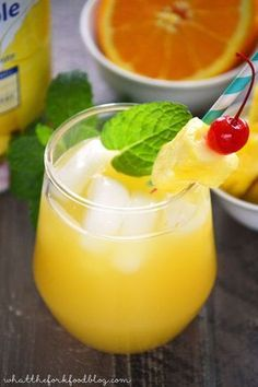 Aloha Screwdriver recipe. These refreshing cocktails are made with pineapple juice, orange juice and vodka. Perfect for brunch or summer drinks on the patio! From sharon | www.whattheforkfoodblog.com
