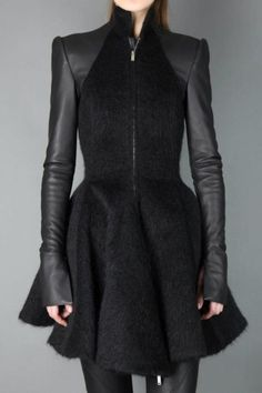 Neo Noir: Gareth Pugh Fall 2013 Wool and Leather Jacket Neo Noir: Gareth Pugh Herbst 2013 Woll- und Lederjacke Fashion Mode, Dark Fashion, High Fashion, Fashion Outfits, Womens Fashion, Fashion Clothes, Trendy Fashion, Mode Cyberpunk, Gareth Pugh