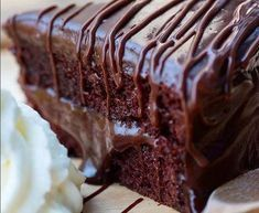 - Slice of a Double Chocolate Cake with Chocolate Fudge Sauce in the Middle and on Top! - TAG a Cake Lover! Chocolate Fudge Sauce, Double Chocolate Cake, Chocolate Sweets, Bon Dessert, Homemade Cakes, Love Food, Cake Recipes, Voici, Food And Drink