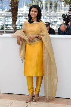 Nandita Das At Cannes-2013. So simple and elegant! Ha so simple and so classy