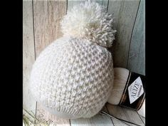 Hit this year, knit for a beloved.Shapka knitting needles with a beautiful pattern with a fur pompon Baby Hats Knitting, Knitted Hats, Crochet Baby, Knit Crochet, Fur Blanket, Knitting Needles, Beautiful Patterns, Youtube, Diy And Crafts
