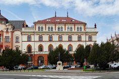 Oradea: Hotelul Transilvania on Piata Regele Ferdinand. Ferdinand, Photo And Video, Mansions, Architecture, House Styles, City, World, Beautiful, Mansion Houses