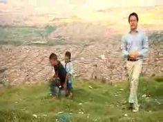 La infancia en un mundo adverso  El informe de UNICEF, Estado Mundial de la Infancia 2012, revela la difícil situación que viven los niños en las poblaciones urbanas. Contrario a la creencia popular, vivir en grandes y medianas ciudades no es garantía de bienestar para los niños.
