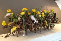 Fleurige takkenrol - April 2014 http://www.avevewinkels.be/nl/tuin/decoratie/alle-bloemstukken/bloemstuk-van-de-maand-april-2014