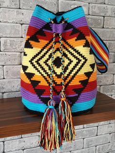 Discover thousands of images about szydelkowe torby worki - wzory, wzory torem szydelkowych, crochet bags patterns, crochet wayuu bags patternsThis Pin was discovered by TC Crochet Handbags, Crochet Purses, Crochet Bags, Tapete Floral, Mochila Crochet, Tapestry Crochet Patterns, Crochet Backpack, Tapestry Bag, Boho Bags