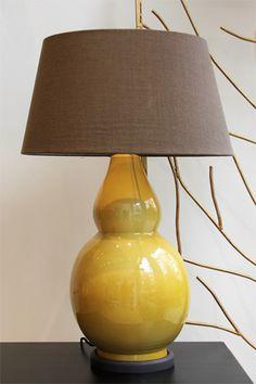 Lámpara de Mesa Color Caramelo Cerámica | Pottery Table Lamp Caramel Color. Detana, Madrid.