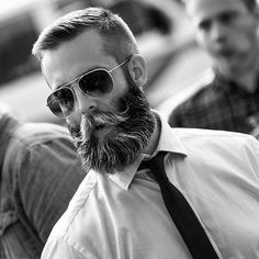 29 best short hairstyles with beards for men 2020 guide trending haircuts for men haircuts for 2020 80 manly beard … Beard Styles For Men, Hair And Beard Styles, Short Hair Styles, Beard Look, Sexy Beard, Great Beards, Awesome Beards, Bart Styles, Short Hair With Beard