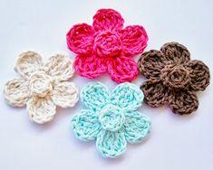 Flower Girl Cottage: Free Crochet Flower Pattern ✿⊱╮Teresa Restegui http://www.pinterest.com/teretegui/✿⊱╮