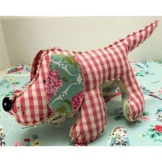 Humphrey The Hound Dog  •  Free tutorial with pictures on how to make a dachshund plushie in under 150 minutes