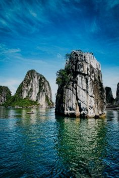 Ha Long Bay is perhaps the most famous part of all of Vietnam. According to UNESCO, Ha Long Bay is a collection of over islands – Though other experts put Vietnam Voyage, Vietnam Travel, Asia Travel, Beautiful Places In The World, Places Around The World, Around The Worlds, Laos, Places To Travel, Places To See