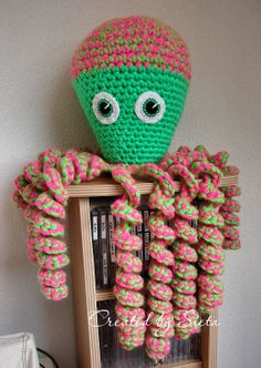 Grote inktvis Pretty Clothes, Pretty Outfits, Crochet Things, Baby Crafts, Amigurumi Patterns, Cute Gifts, Octopus, Baby Baby, Crocheting