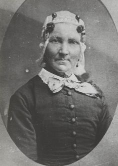 Vrouw in streekdracht uit Zaandijk. ca 1880 #NoordHolland #Zaanstreek