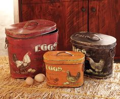 By the Dozen Egg Tins from Napa Style. For when we get the chickens! Vintage Tins, Vintage Love, Vintage Kitchen, Country Decor, Rustic Decor, Country Charm, Napa Style, Rooster Decor, Chickens And Roosters