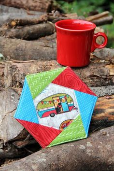 This hexagon mug mat gives the maker a chance to stretch those English paper piecing muscles, but it's still quick to sew up because it's finished on the machine. Staci from Crafty Staci has a tutorial and a free English … Read More. Mug Rug Patterns, Sewing Patterns Free, Free Sewing, Sewing Tutorials, Quilt Patterns, Sewing Projects, Free Tutorials, Quilting Ideas, Craft Tutorials