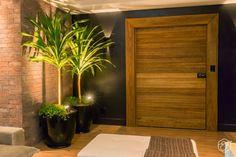 Sala de jantar e estar integradas e aconchegantes Modern Front Door, Front Door Design, Entrance Design, House Entrance, Entrance Doors, Aluminum Blinds, Contemporary Wall Decor, Main Door, Model Homes