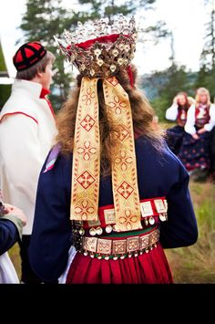 Norway - Bride from Sigdal, Eggedal and Krødsherad Folk Fashion, Ethnic Fashion, Folk Costume, Costumes, Norwegian Style, Bridal Crown, Color Shapes, Traditional Outfits, Norway