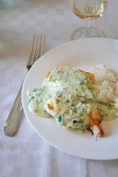Cabillaud en crème d'ail - recette facile filet de cabillaud creme ail persil - Fish Dishes, Main Dishes, Fish Recipes, Seafood Recipes, Healthy Snacks, Healthy Recipes, Best Food Ever, Fish And Seafood, Diet And Nutrition
