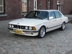 """BMW (E23) M7 The """"Driving Machine"""" Wrapped in Pure Luxury"""