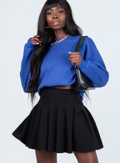 Pleated Skirt Outfit, Pleated Mini Skirt, Flowy Skirt, Mini Skirts, Skater Skirt, Black And Grey Outfits, Pleaded Skirt, Mini Skirt Style, Spring Skirts