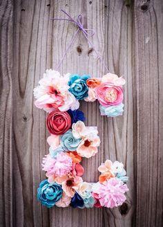 Colorful E shaped flowers