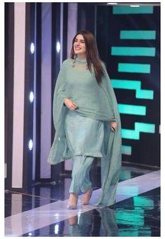 Pakistani Fashion Party Wear, Pakistani Fashion Casual, Indian Fashion Dresses, Dress Indian Style, Indian Designer Outfits, Pakistani Outfits, Indian Outfits, Hijab Fashion, Muslim Fashion