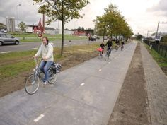 Les Pays-Bas construisent la première piste cyclable solaire au monde