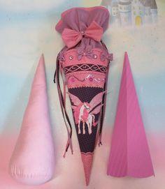 **NR 39 Schultüte Pegasus EIN UNIKAT erst Schultüte dann Kissen**  Sie sehen hier eine Schultüte die später zum Sofakissen wird. Eine Schultüte passen zum Kleid und / oder zum...