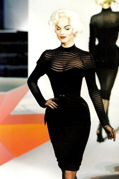 bring back this silhouette, fashion kids.