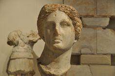 Arsinoe III era la esposa de  PTolomeo IV. La foto muestra un retrato labrado en mármol.