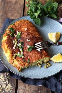 Recette végétarienne - C'est facile de donner de l'originalité et du volume à une omelette! Séparez d'abord les jaunes des blancs d'oeufs. Battez les blancs en neige, puis incor