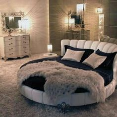 For today I have selected some cool bedrooms with round beds that will make you say WOW. For ages, round beds have been associated with royalty, music icons Dream Rooms, Dream Bedroom, Luxury Bed Frames, Circle Bed, Muebles Home, Bedroom Designs Images, Bedroom Furniture, Bedroom Decor, Bedding Decor