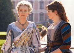 """Detail of the dresses: golden embroideries for the Queen and """"fleur de lys"""" for Constance / Détail des robes : broderies dorées pour la Reine et """"fleur de lys"""" pour Constance"""