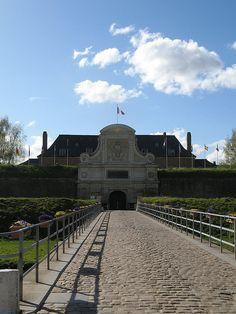 Citadelle de Lille. Pont dormant devant la Porte Royale.