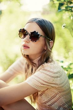Cacharel Spring 2016 Ready-to-Wear Collection Photos - Vogue Ray Ban Sunglasses Sale, Round Sunglasses, Sunglasses Women, Sunglasses 2016, 2016 Fashion Trends, Vogue, Gypsy Style, Spring Summer 2016, Editorial Fashion