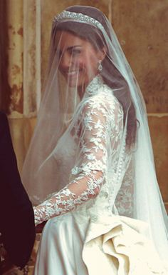 Last look.Duchess of Cornwall.former Kate Middleton. Kate Middleton Wedding Dress, Kate Middleton Photos, Kate Middleton Style, Kate Und William, Prince William And Catherine, Princesa Real, Princesa Diana, Royal Brides, Royal Weddings