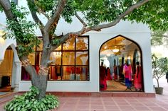 saree store design ideas | first flagship store in New Delhi. Located at Mehrauli, the store ...