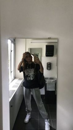 Cool Grunge Outfits For Women - Outfits Cool Grunge Outfits For Women Source by lazy outfits Casual Outfits For Girls, Skater Girl Outfits, Fall Outfits For School, Chill Outfits, Mode Outfits, Comfortable Outfits, Lazy School Outfit, Summer Outfits, School Wear