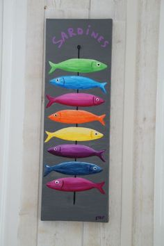 Steph's little fish! How to Make a Frame on Canvas in Two Steps - DIY Makeover Furniture - Create My Decor Deco Marine, Wood Fish, Bright Art, Little Fish, Beach Crafts, Driftwood Art, Painting Lessons, Fish Art, Easy Paintings