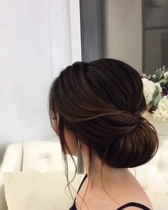 Roll up chignon wedding hairstyles #weddinghairstyle #chignon