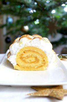 Cette bûche façon tarte au citron meringuée ravira tous les amateurs de tarte au citron, et plus généralement de citron, pour Noël !