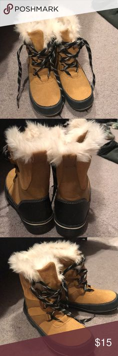 Warm Fuzzy Lace Up Boots Verona Brand (Target) Fuzzy inside, lace up, bottoms have great traction! Perfect for winter! Hardly worn! Size 6, excellent condition! Verona Shoes Winter & Rain Boots