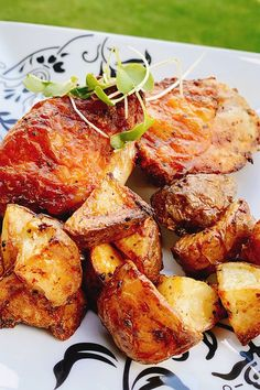 This air fryer chicken thighs and potatoes recipe is an easy dinner recipe! This air fryer recipe incorporates Greek seasoning, chicken thighs, baby red potatoes, onion powder, and garlic to create a juicy, delicious chicken dish. You will love cooking this weeknight meal for your family! Air Fry Recipes, Air Fryer Recipes Easy, Cooking Recipes, Healthy Recipes, Air Fryer Dinner Recipes, Potato Recipes, Keto Recipes, Easy Dinner Recipes, Easy Meals