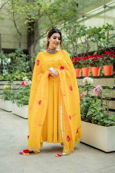 Pakistani Dress Design, Pakistani Dresses, Indian Dresses, Indian Designer Outfits, Indian Outfits, Casual Cotton Dress, Stylish Dress Designs, Dress Indian Style, Indian Wear