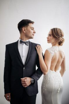 Pre Wedding Poses, Wedding Picture Poses, Wedding Couple Photos, Wedding Couple Poses Photography, Wedding Couples, Bridal Pictures, Wedding Film, Farm Wedding, Boho Wedding